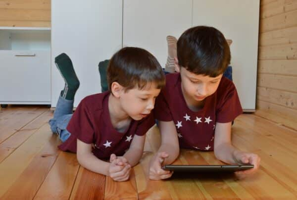 kids get email from Santa